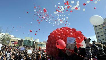 Des milliers de Tunisiens se sont rassemblés pour un lâcher de ballon en mémoire de Chokri Bellaïd