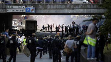 Les CRS face aux taximen à Paris