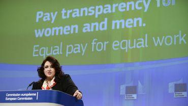 """""""La discrimination salariale fondée sur le sexe est un problème systémique"""", a expliqué la commissaire européenne à l'Egalité, Helena Dalli, lors d'une conférence de presse à Bruxelles, le 4 mars 2021."""