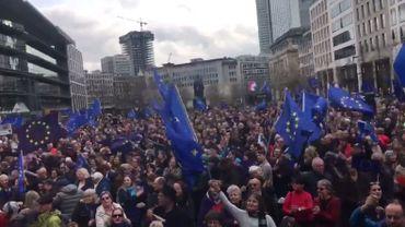 Plusieurs milliers de manifestants pro-européens défilent en Allemagne comme ici, à Francfort