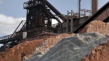 Dépolluer les sols coûtera très cher au groupe Arcelor, nous apprend une étude.