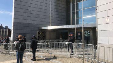 Dispositif au Palais de Justice de Liège pour assurer la sécurité du procès autour de la mort d'un membre des Hells Angels