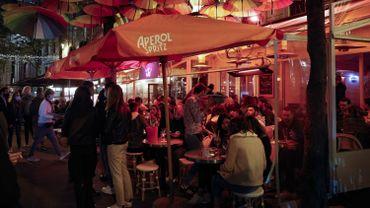 Coronavirus en France : les bars parisiens ferment ce lundi, les restos en suspens