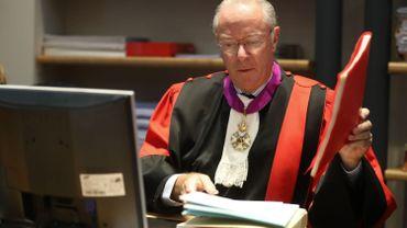 Assises du Hainaut:le président de la Cour refuse de faire un pas de côté