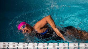 A 64 ans, Diana Nyad gagne son pari de nager 48 heures d'affilée