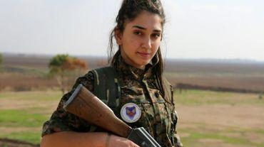 """Ormia, une chrétienne syrienne, membre du bataillon baptisé """"les forces de protection des femmes de Mésopotamie"""", le 1er décembre 2015 dans un camp de la ville de al-Qahtaniyah, près de la frontière turque"""