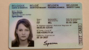 Le lieu de naissance ne sera plus visible à l'oeil nu sur les cartes d'identité