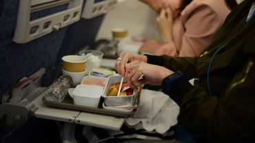 Suite au coronavirus, des repas dans un avion qui reste sur le tarmac rencontrent un fort succès