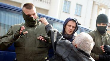 Un millier de noms de policiers biélorusses dévoilés par l'opposition sur Twitter