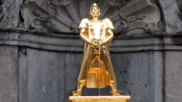 Un artiste russe remplace la statue du Manneken Pis par la sienne