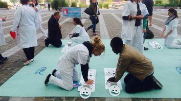 Sur l'esplanade des Guillemins, le public était invité à s'initier aux gestes de réanimation