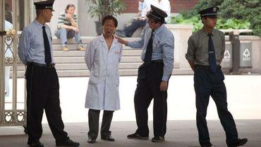 La police surveille toujours l'hôpital où se trouve Chen Guangcheng