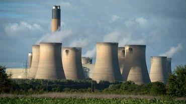 Des tours de refroidissement dans la centrale de charbon près de Selby, au nord de l'Angleterre, le 25 septembre 2015