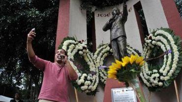Le crooner mexicain José José, héros des amoureux éconduits, meurt à 71 ans.