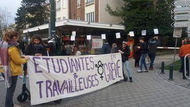 Au moins une centaine d'étudiantes et de travailleuses de l'ULB en grève, le lundi 9 mars 2020