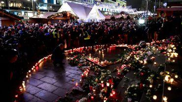 Attentat sur un marché de Noël à Berlin: mandat d'arrêt lancé contre un complice présumé