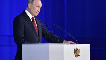 Le président russe Vladimir Poutine s'adresse devant le Parlement et les élites politiques.