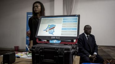Une machine à voter qui devrait être utilisée pour l'élection présidentielle
