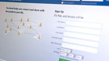 L'employée aurait volontairement laissé sa session Facebook ouverte rendant ses conversations publiques aux yeux des autres salariés.