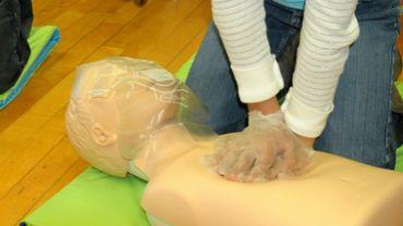 """Apprendre les gestes qui sauvent: un """"apprentissage élémentaire"""" affirme le Dr Vallot (photo prétexte)"""