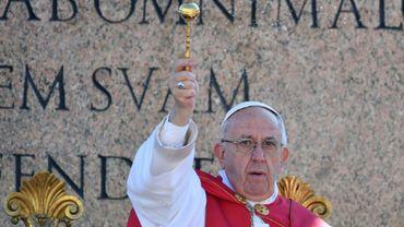 Le pape François lors d'une messe sur la place Saint Pierre au Vatican, le 9 avril 2017