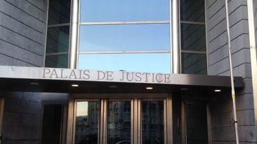 La chambre du conseil de Liège a décidé vendredi après-midi de maintenir en détention le Liégeois âgé de 62 ans qui est suspecté d'avoir détourné jusqu'à 200.000 euros au CPAS de Liège.