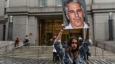 Accusé d'agressions sexuelles, le milliardaire américain Jeffrey Epstein s'est suicidé en prison