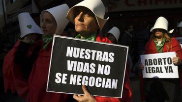 Des Argentins en faveur de la légalisation de l'avortement protestent devant le Congrès National à Buenos Aires le 1e août 2018