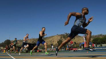 Des officiers de police et des pompiers lors de l'épreuve du 800 mètres masculin le 8 août 2017 aux World Police & Fire Games de Los Angeles.