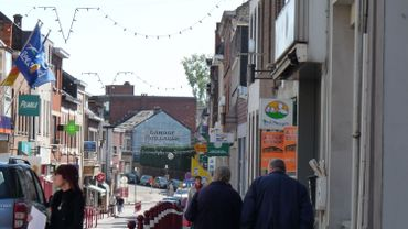 Rue de la liberté, principale rue commerçante d'Auvelais