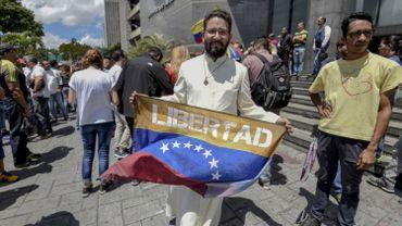 Le Venezuela, en plein naufrage économique, jongle entre les pénuries d'aliments et l'hyper-inflation.