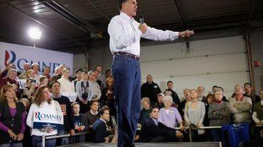 Mitt Romney harangue les foules dans l'Iowa