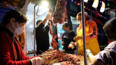 Le marché de Wuhan pointé par l'OMS, n'est peut-être pas à l'origine de la pandémie de coronavirus