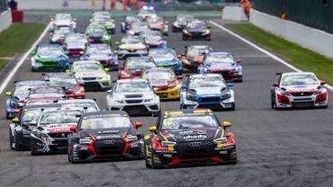 L'Audi de Gilles Magnus devant le reste du peloton