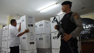 Près de 300 assesseurs sont morts lors du dépouillement en Indonésie