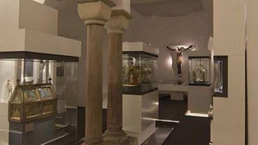 Depuis plusieurs années, la crypte de la Collégiale de Huy renferme un véritable Trésor.