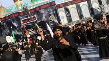 Des chiites irakiens se flagellent à l'occasion de l'Achoura, le 2 novembre 2014 à Bagdad