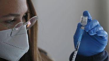 Une dose du vaccin Pfizer réduit de 75% les risques d'hospitalisation ou de décès
