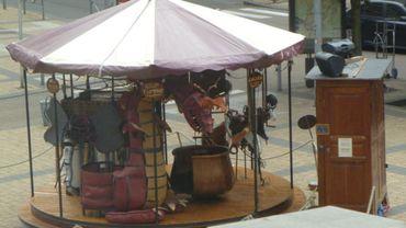 """le Manège """"fait main"""" est installé sur la Place Saint-Fiacre"""