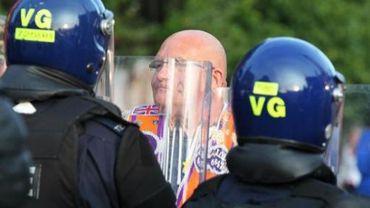Les protestants affrontent les forces de l'ordre à Belfast