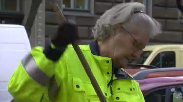 Erja, 62 ans, balaie les rues d'Helsinki