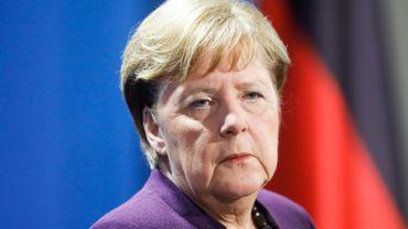 Angela Merkel devrait subir des tests supplémentaires mais les premiers sont négatifs.
