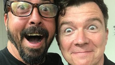 Gigantesque: Rick Astley et les Foo Fighters jouent 'Never Gonna Give You Up'