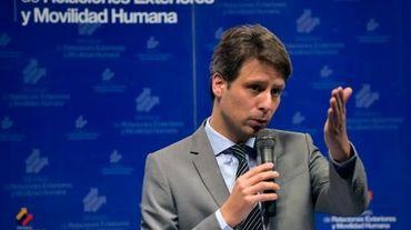 Le nouveau ministre équatorien des Affaires étrangères Guillaume Long donne sa première conférence de presse à Quito, le 7 mars 2016