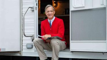 "Tom Hanks incarne l'animateur de télévision américain Fred Rogers dans ""A Beautiful Day in the Neighborhood""."