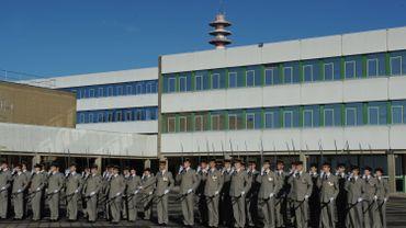 Des étudiants de l'école militaire française des transmissions.