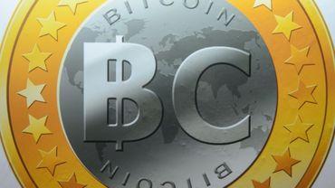 """Les promesses de la technologie """"blockchain"""", à l'origine du bitcoin, attirent les banques et les assureurs"""
