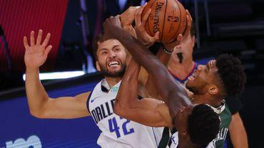 NBA: Antetokounmpo sauveur des Bucks, James chef de file des Lakers