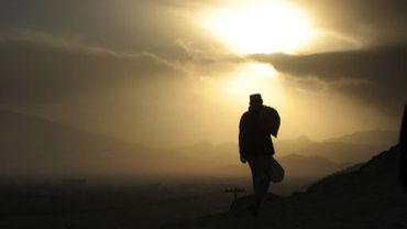 La silhouette d'un homme en Afghanistan
