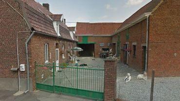 C'est dans cette ferme du n°25 de la Motte à Flobecq qu'un homme est décédé par asphyxie suite à un incendie dans l'aile du bâtiment qu'il occupait
